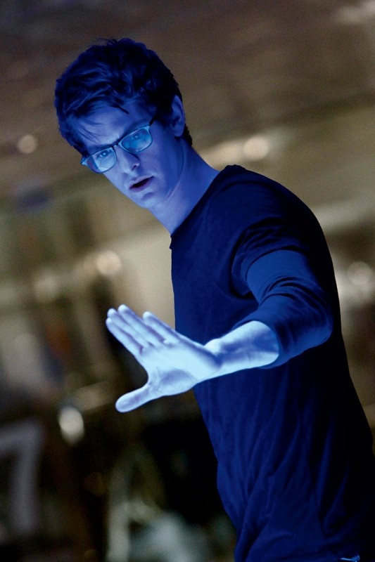 Andrew Garfield alle prese con i suoi nuovi poteri in The Amazing Spider-Man