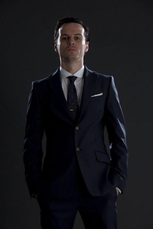 Andrew Scott, l'ombroso genio del male Moriarty, nella seconda stagione di Sherlock