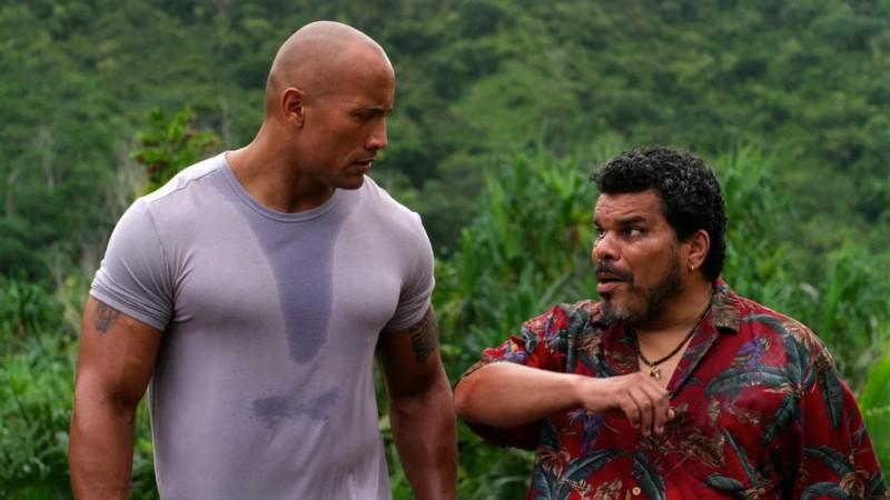 Viaggio nell'isola misteriosa: Dwayne Johnson in una scena del film con Luis Guzmàn