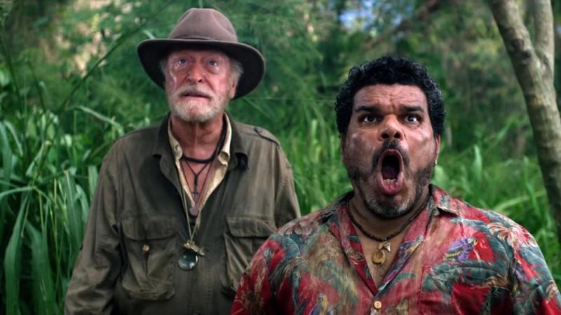 Viaggio nell'isola misteriosa: Michael Caine in una scena del film con Luis Guzmàn