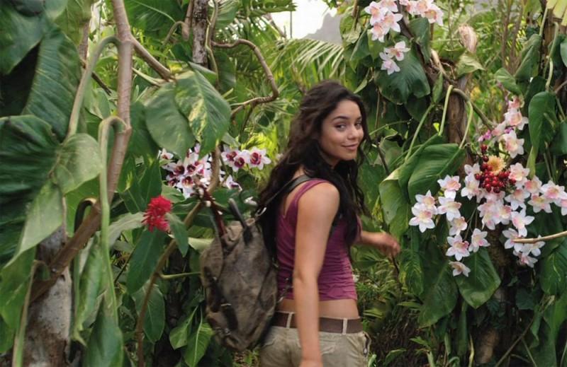 Viaggio nell'isola misteriosa: Vanessa Hudgens in una scena del film