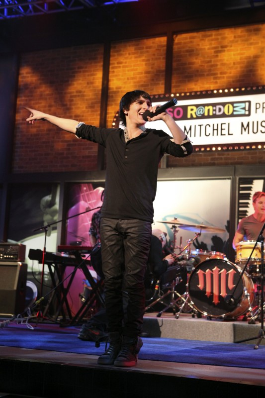 Mitchel Musso guest star in So Random!