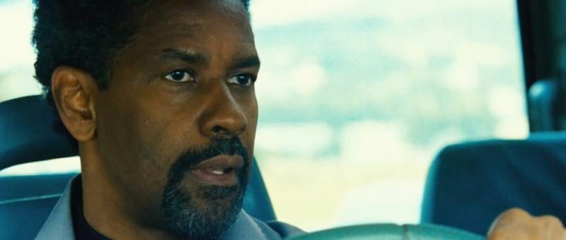 Denzel Washington in un bel primo piano tratto dal thriller Safe House - Nessuno è al sicuro