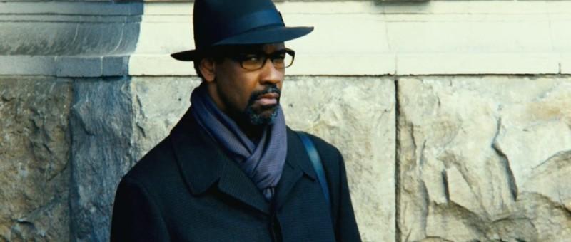 Denzel Washington nei panni di Tobin Frost in una scena del thriller Safe House - Nessuno è al sicuro