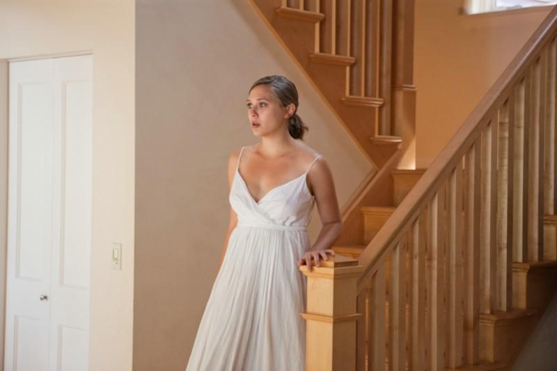 Elizabeth Olsen in una scena del film La fuga di Martha
