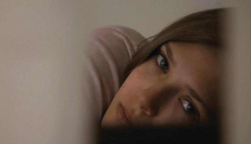 La fuga di Martha: un bellissimo primo piano di Elizabeth Olsen tratto dal film
