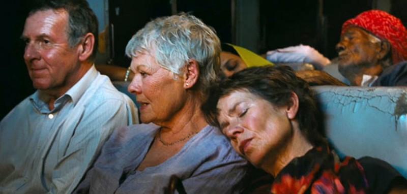 Marigold Hotel: Judi Dench insieme a Celia Imrie e Tom Wilkinson in una scena del film