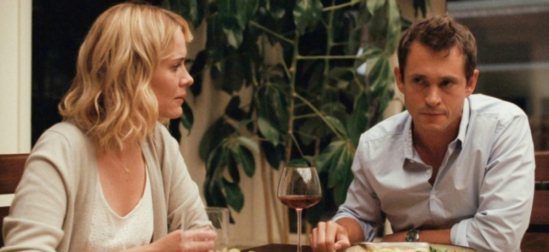 Sarah Paulson con Hugh Dancy in una scena del film drammatico La fuga di Martha