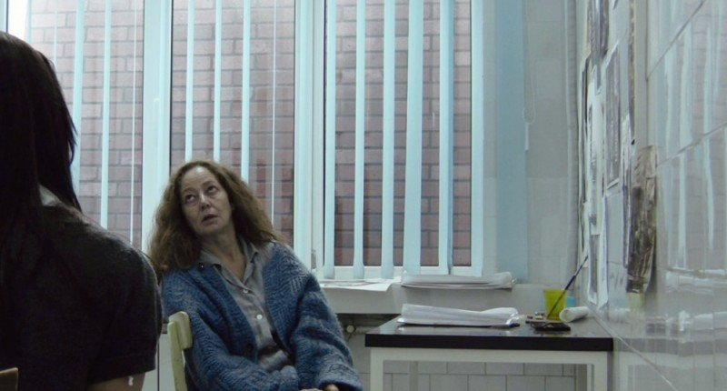 Suzan Crowley in una scena del film horror L'altra faccia del diavolo