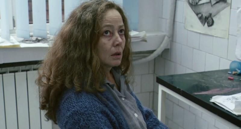 Suzan Crowley in una scena dell'horror demoniaco L'altra faccia del diavolo