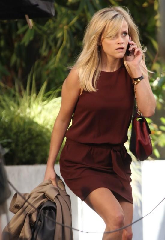 Una spia non basta: Reese Witherspoon parla al telefono in una scena del film