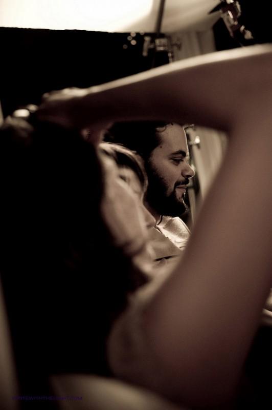 Un ritratto di Matias Masucci sul set di On Holiday