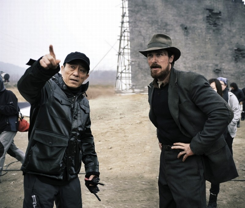 Christian Bale insieme a Yimou Zhang sul set del film The Flowers of War