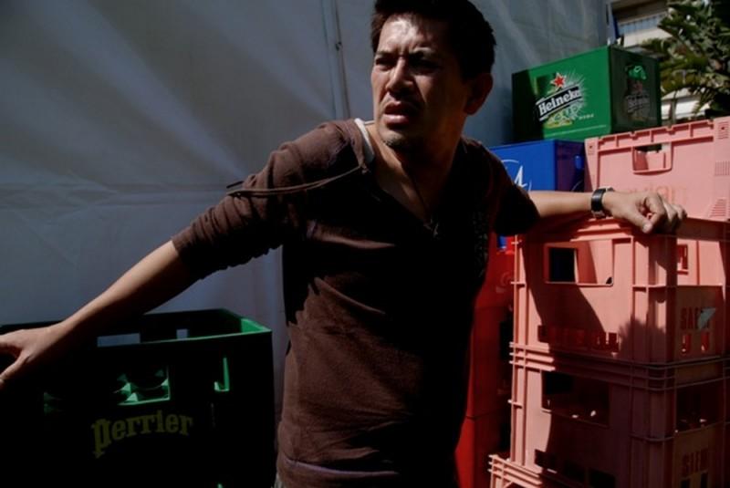 Il regista Brillante Mendoza sul set del film Captive