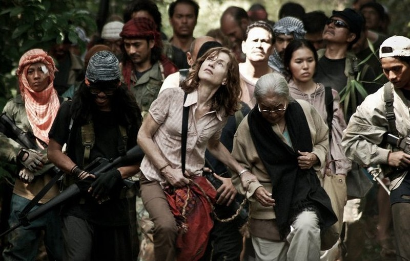Isabelle Huppert in Captive insieme a Rustica Carpio in una scena del dramma diretto da Brillante Mendoza