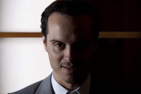 Sherlock: Andrew Scott in una scena dell'episodio A Scandal in Belgravia