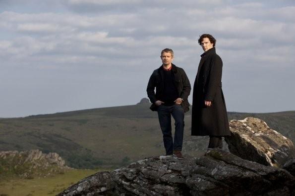 Sherlock: Martin Freeman e Benedict Cumberbatch in un momento dell'episodio The Hounds of Baskerville