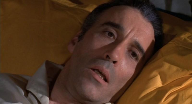 Christopher Lee in una sequenza del film La casa che grondava sangue