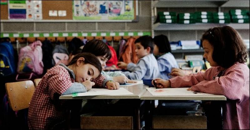 Dictado: Mágica Pérez a scuola nei panni della piccola Julia in un'immagine tratta dal film