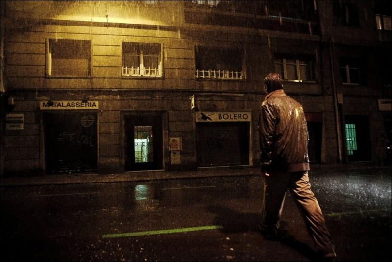 Dictado: Marc Rodríguez sotto la pioggia in una suggestiva scena del film