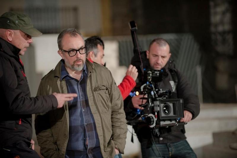 Il regista Alex de la Iglesia sul set del film La chispa de la vida