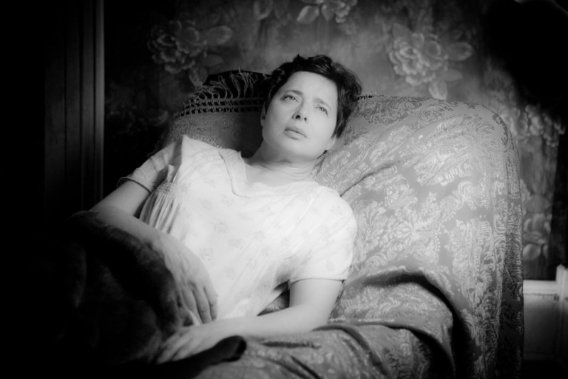Isabella Rossellini è Hyacinth in una scena del thriller drammatico Keyhole