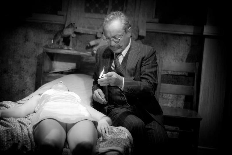 Keyhole: Udo Kier in una scena del film
