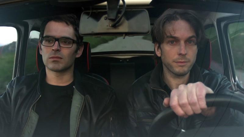 Luca Ragazzi e Gustav Hofer in the road in una scena di Italy: Love It, or Leave It