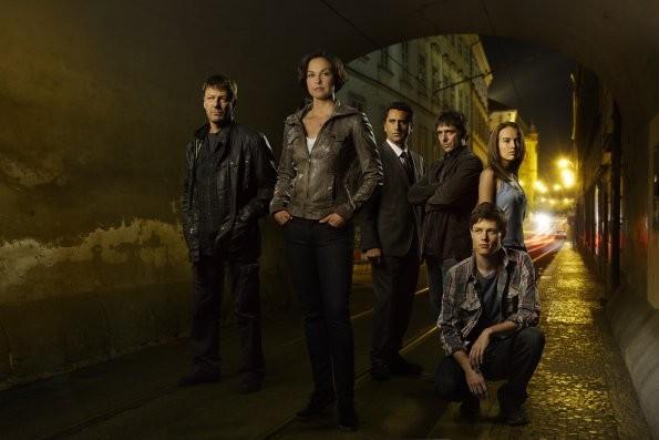 Missing: il cast in una foto promozionale della serie