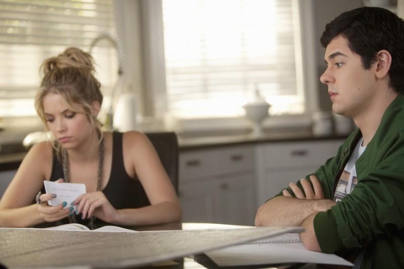 Pretty Little Liars: Ashley Benson e Brendan Robinson nell'episodio A Hot Piece of A