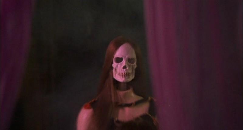 Una scena del film La casa che grondava sangue