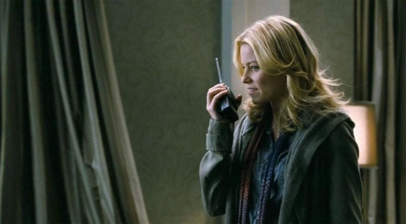 40 carati: Elizabeth Banks nei panni della poliziotta Lydia Mercer in una scena del film