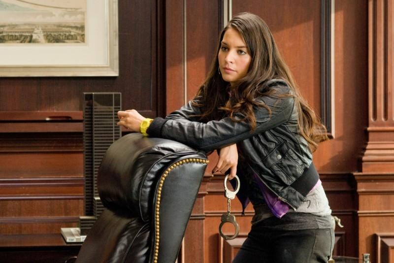 40 carati: Genesis Rodriguez nei panni di Angie in una scena del thriller d'azione diretto da Asger Leth