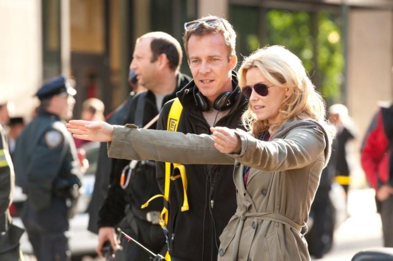 40 carati: il regista Asger Leth sul set del film insieme ad Elizabeth Banks