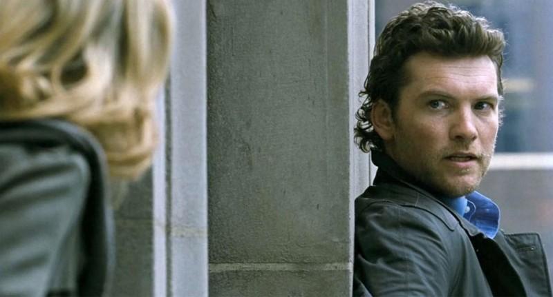 40 carati: Sam Worthington teso e nervoso in una scena del film ad alta quota