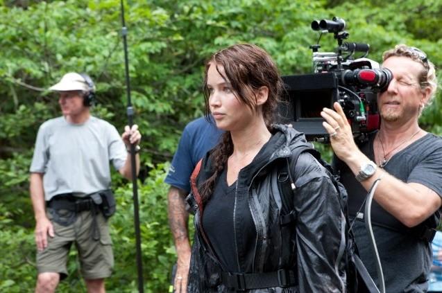 Jennifer Lawrence e la crew sul set open air di The Hunger Games