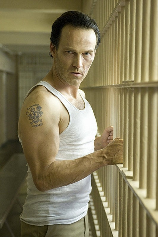 Stephen Moyer in una scena del thriller The Double