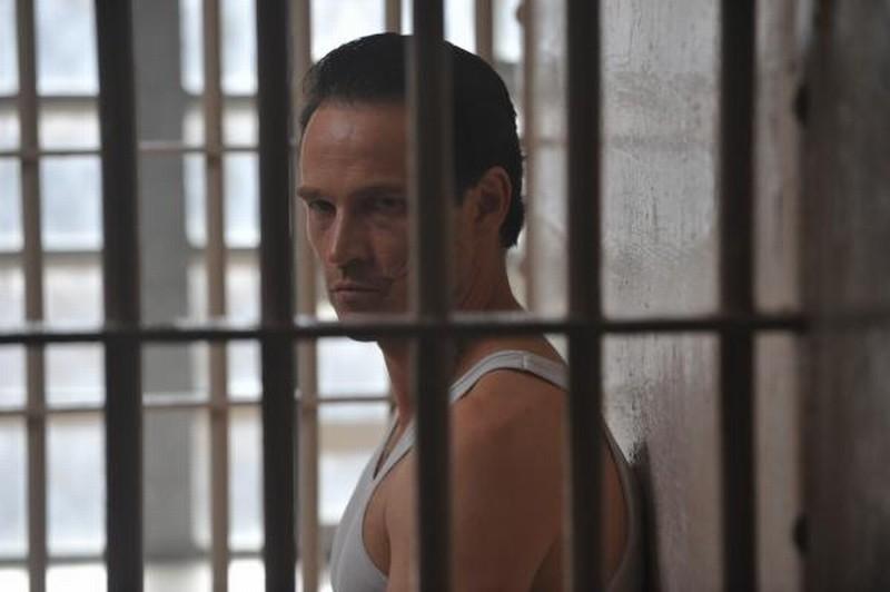 The Double: Stephen Moyer dietro le sbarre in una scena del thriller