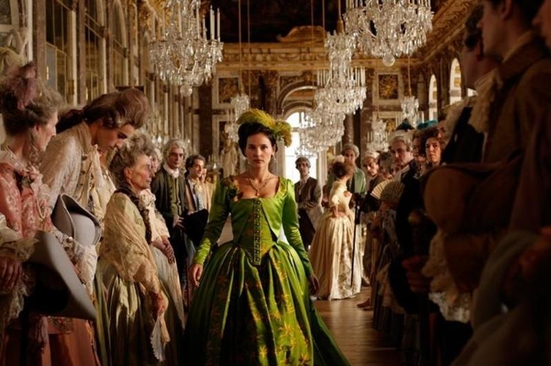 Virginie Ledoyen nei panni di Gabrielle de Polignac in una scena di Farewell, My Queen