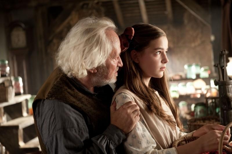 Celine Buckens insieme a Niels Arestrup in una scena di War Horse