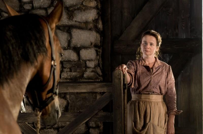 Emily Watson in una scena di War Horse con il cavallo Joey