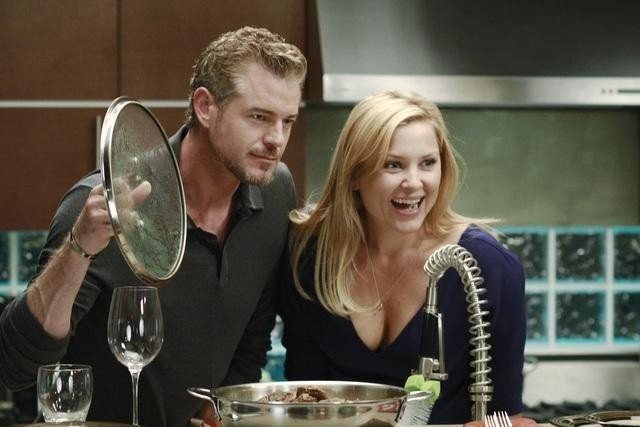 Grey's Anatomy: Jessica Capshaw ed Eric Dane in una scena dell'episodio Poker Face
