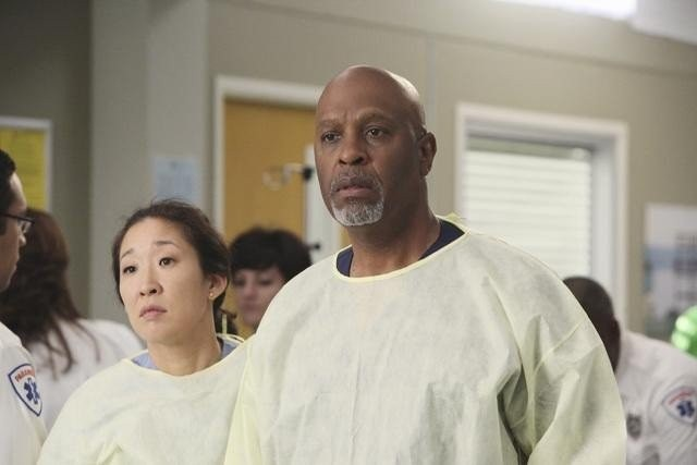 Grey's Anatomy: Sandra Oh e James Pickens nell'episodio What Is It About Men
