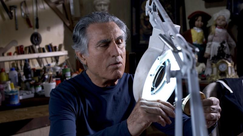 Lando Buzzanca in una sequenza della serie di Rai Uno, Il restauratore