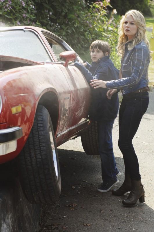 C'era una volta: Jared Gilmore e Jennifer Morrison nell'episodio The Price of Gold