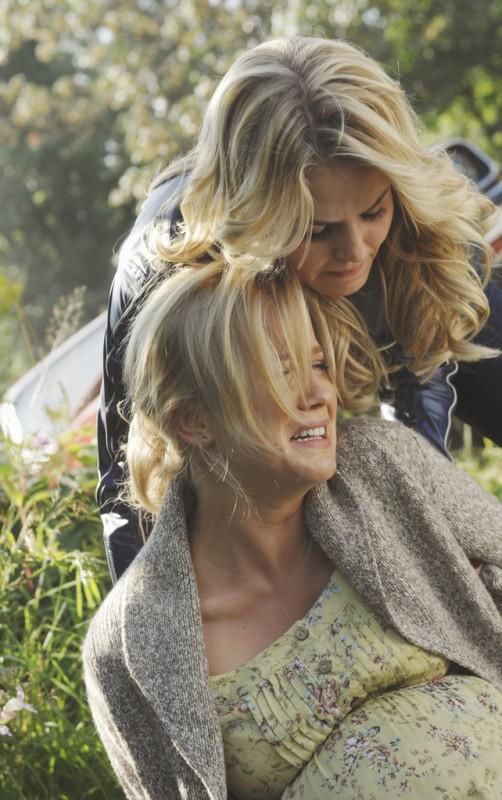 C'era una volta: Jessy Schram e Jennifer Morrison nell'episodio The Price of Gold