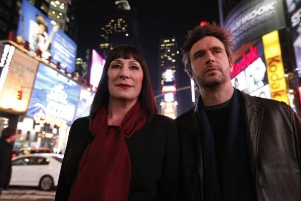 Smash: Anjelica Huston e Jack Davenport nel pilot della serie NBC