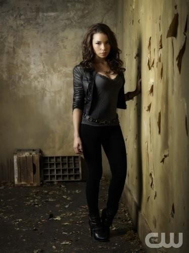 The Secret Circle: Jessica Parker Kennedy in una nuova foto promozionale della serie