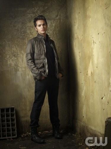 The Secret Circle: Thomas Dekker in una nuova foto promozionale della serie