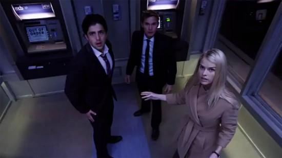 Alice Eve, Brian Geraghty e Josh Peck visti dall'occhio delle telecamere di sorveglianza in ATM